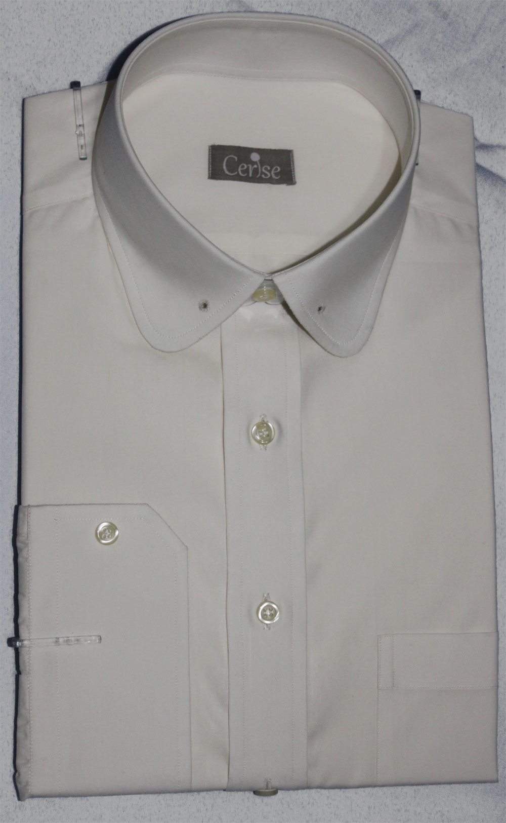 Round pin collar ecru shirt